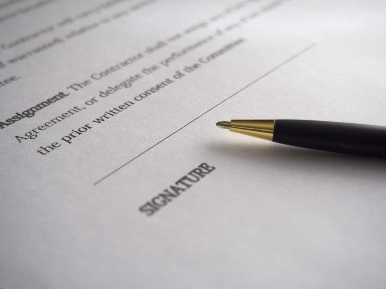 Apeleaza acum la un notar român în UK