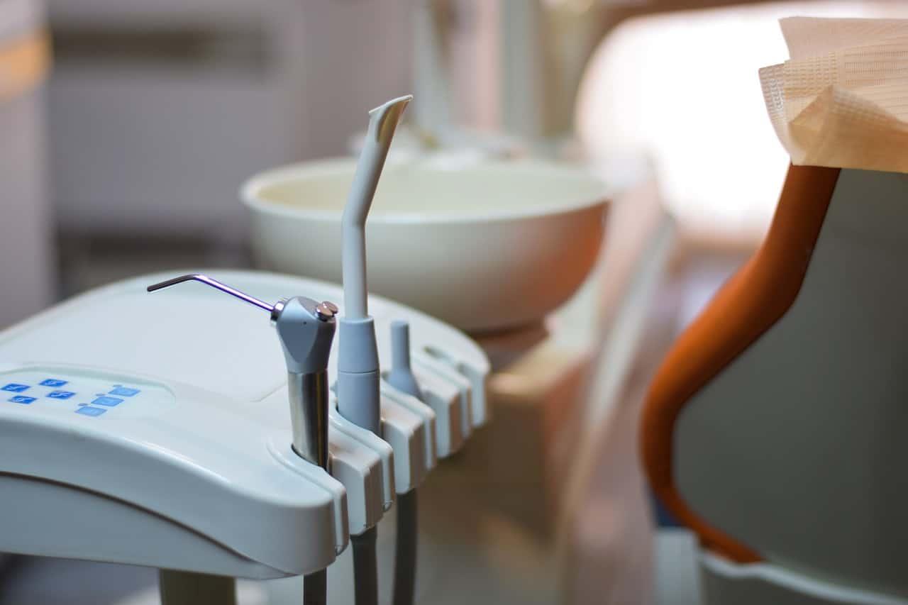 Apeleaza acum la un dentist roman in Londra